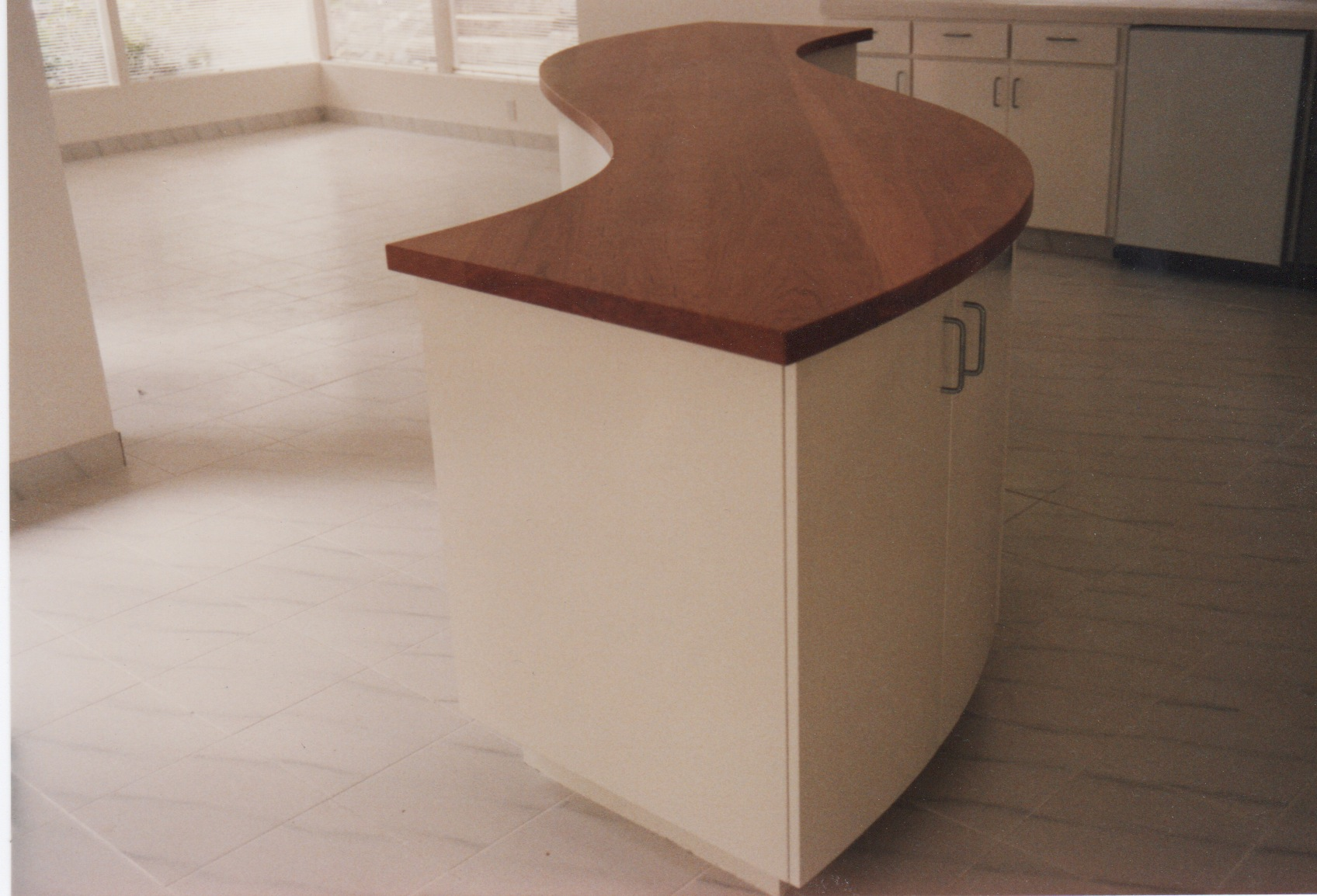 Curved Counter Cherry