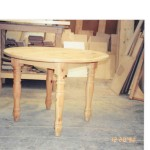 pine round table turned legs